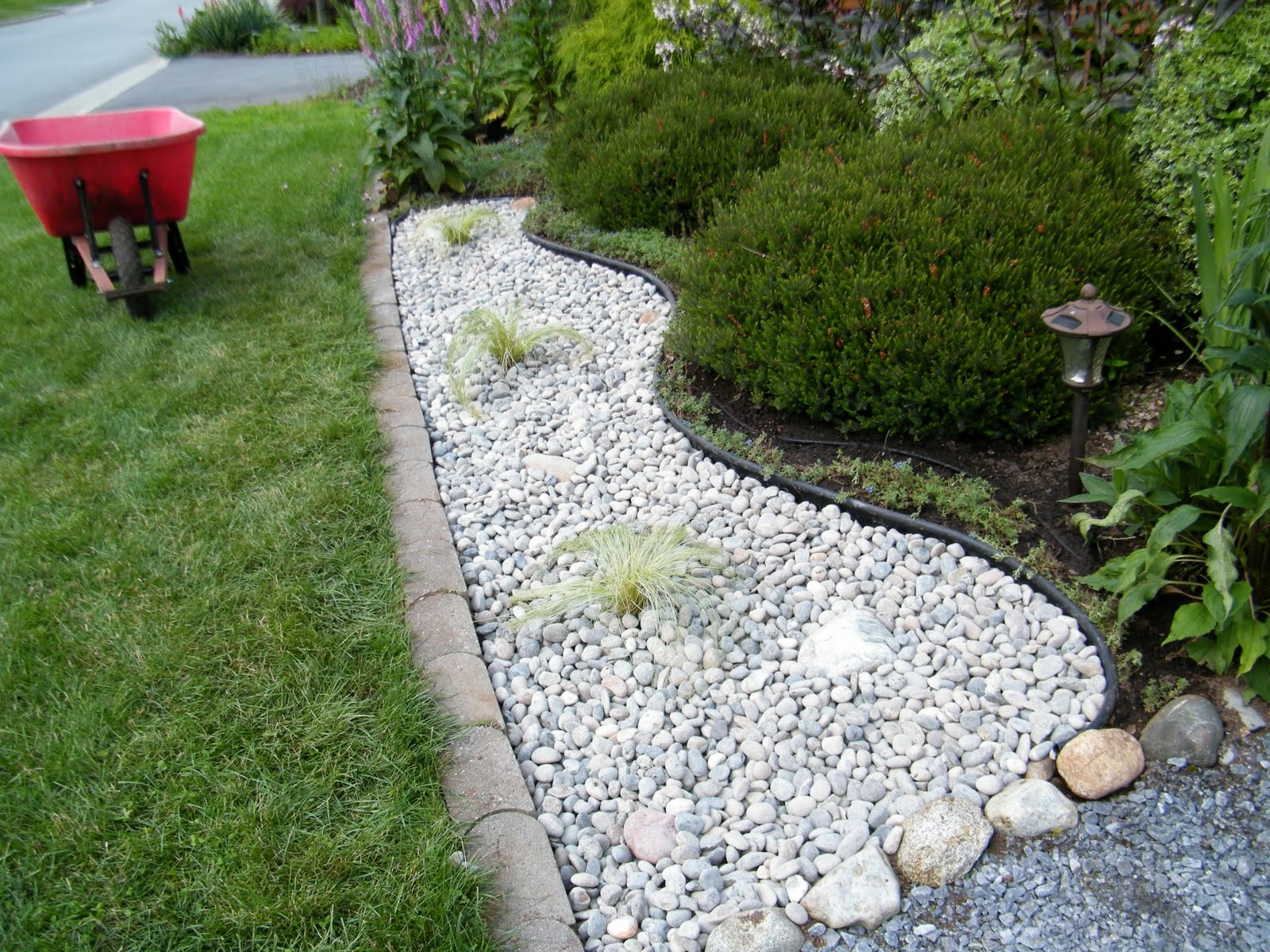 Landscaping Pebbles White — Built With Polymer Design